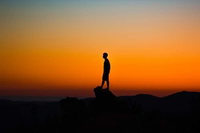 """本気で人生変えたいなら""""転職""""がベストな理由とは【転職で人生変わった僕の体験談】"""