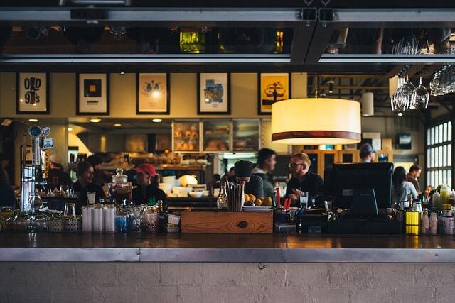 海外移住の仕事例③:レストラン・カフェのウェイター